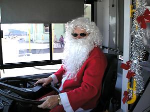 Tomten kör buss