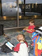 Leo och Axel, Newark Airport