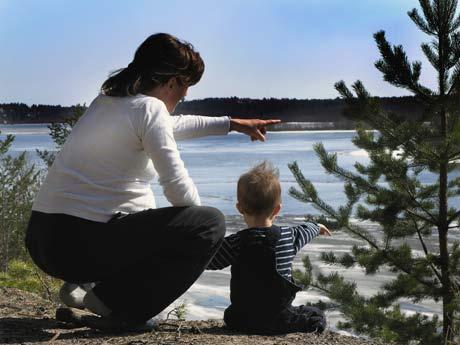 Vaike & Leo tittar ut över Luleå älv