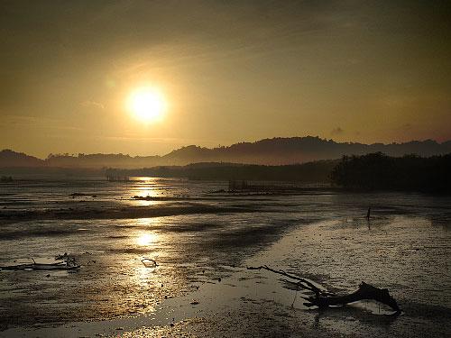 Soluppgång vid färjan på Lanta