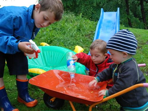 Axel, Leo och Tom i regnet
